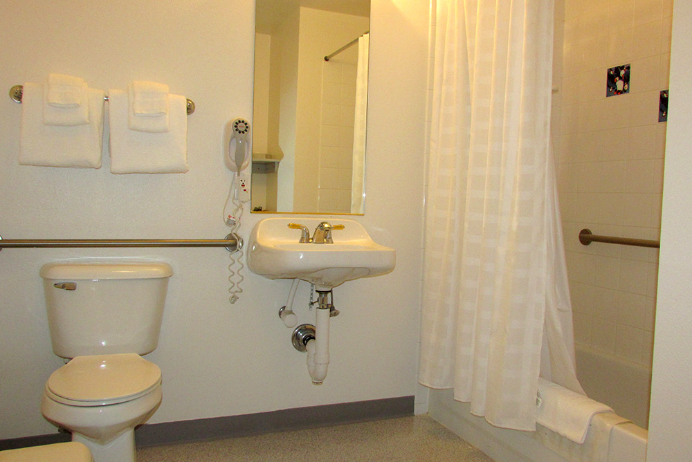 deluxe rooms fully accessible room puffin inn