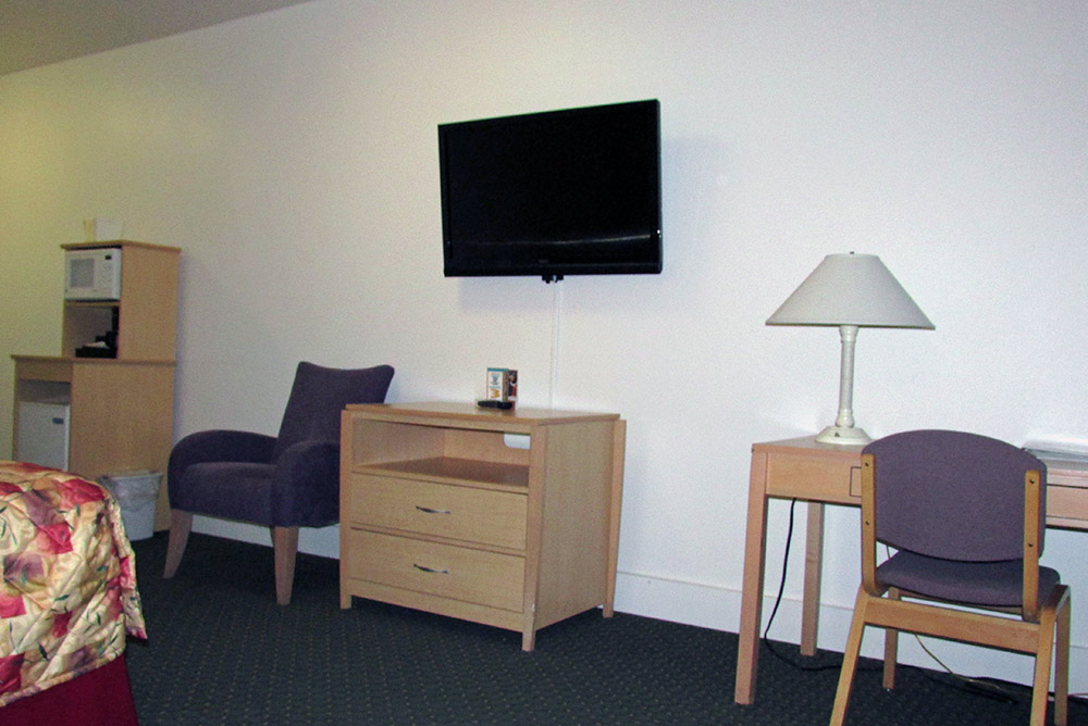 deluxe rooms puffin inn flat-screen TV