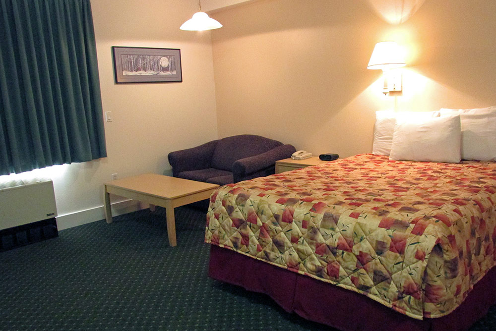 deluxe rooms interior puffin inn anchorage hotel