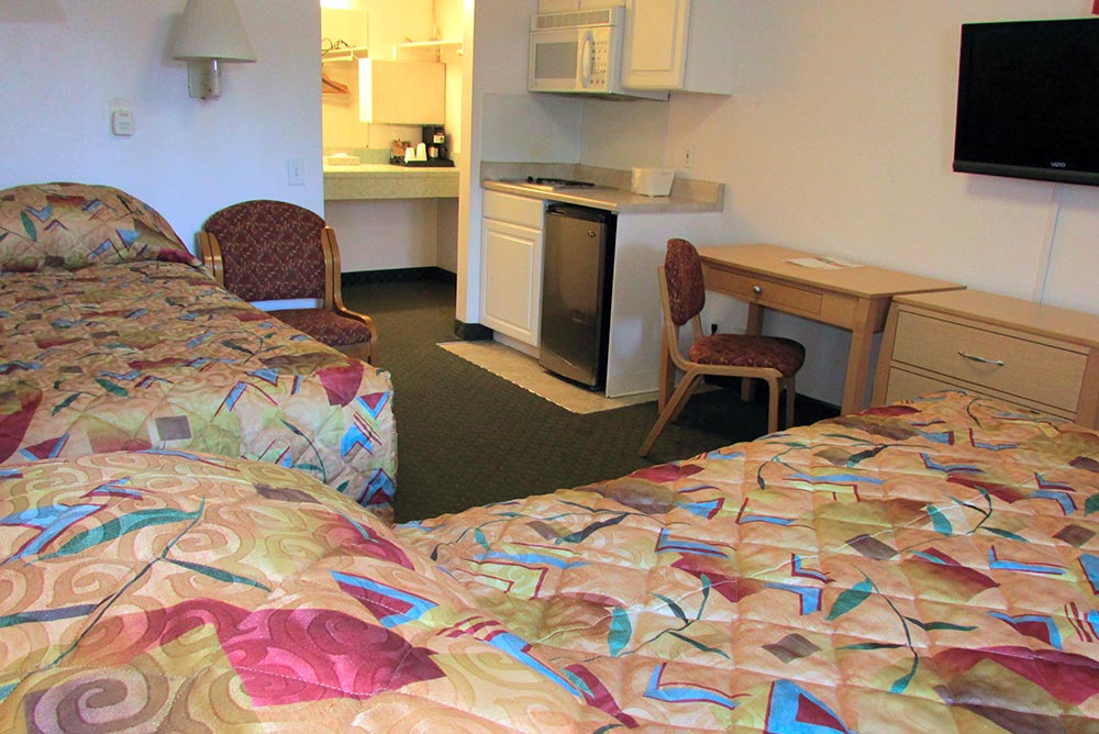 moderate rooms Handicap Room, spacious | Anchorage Hotel Puffin Inn