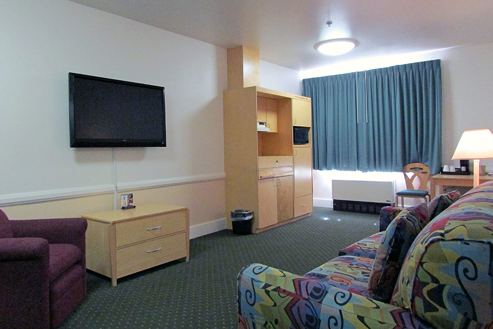 deluxe rooms with jacuzzi puffin inn hotel